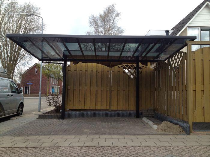 Zwevende carport